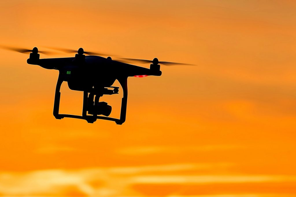 milyen drónt vegyek? a képen egy dji phantom 4 pro látható