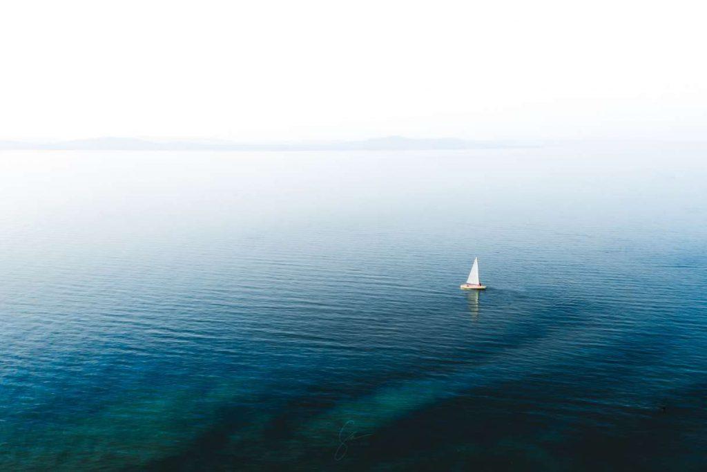 normal is not boring drón fotósorozat egyik fotója: white sailboat