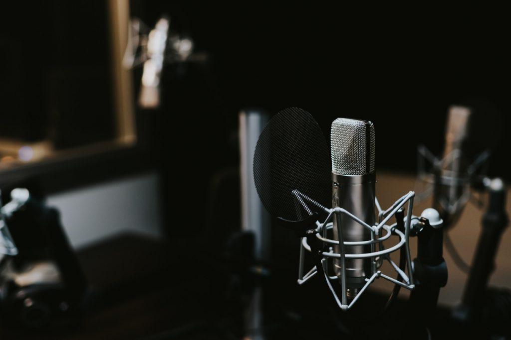 Dunakanyar FM rádió vendége voltam amit visszahallgathatsz podcast formában is.
